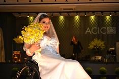 Cadeirantes vivenciam experiência como modelos em passarela