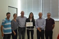 Graduada em Design da Unesc recebe homenagem da Acic