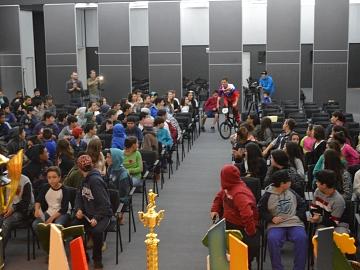 Exemplo de superação, ciclista Marco Aurélio Tocha palestra no Projeto Escolas na Acic