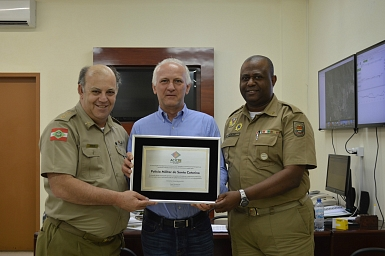 Presidente da Acic presta homenagem à Polícia Militar