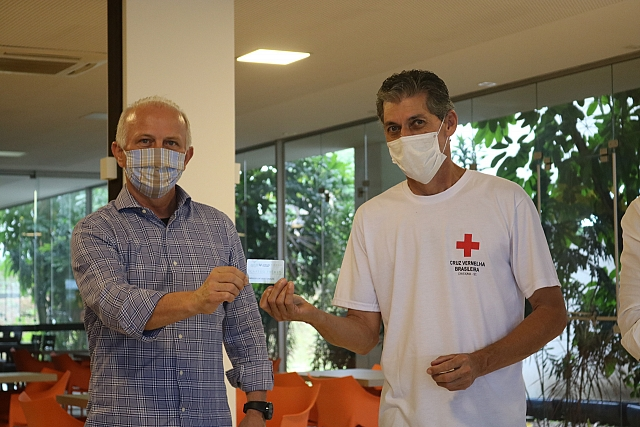 """Campanha """"Juntos de Coração"""" faz doação de 300 cartões de compras às famílias necessitadas"""